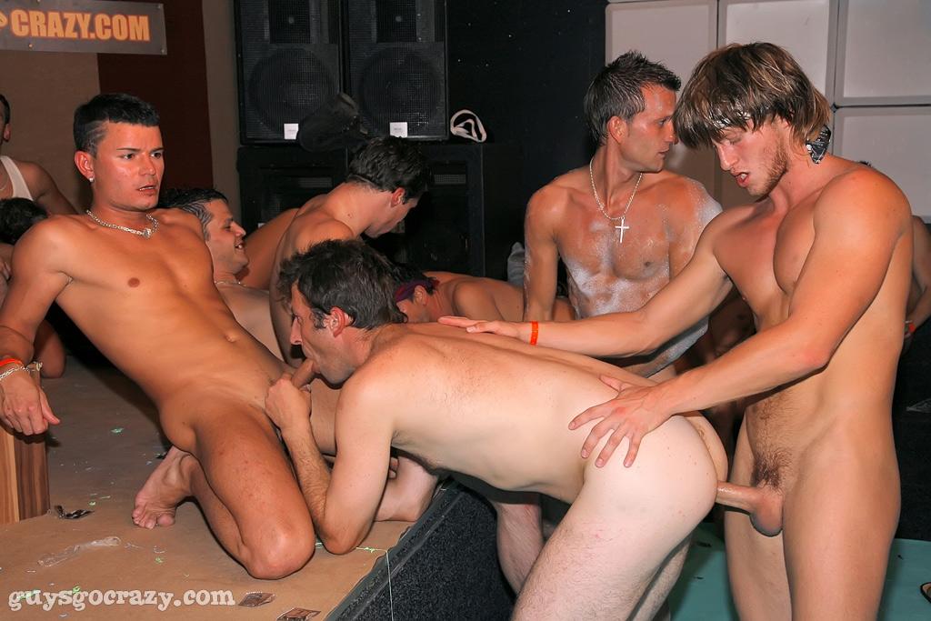 Порно фото толпы геев