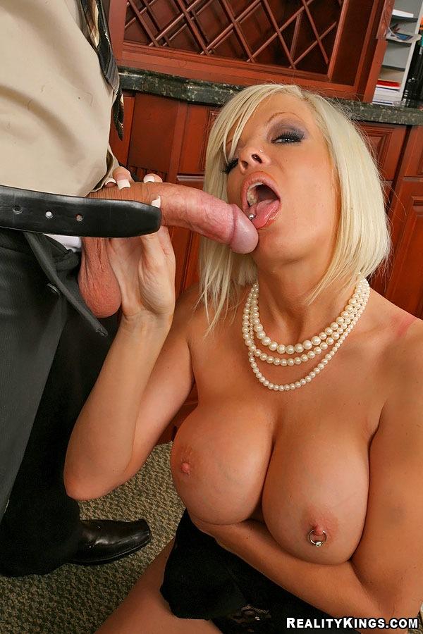 porno-sekretarshi-s-ogromnimi-siskami