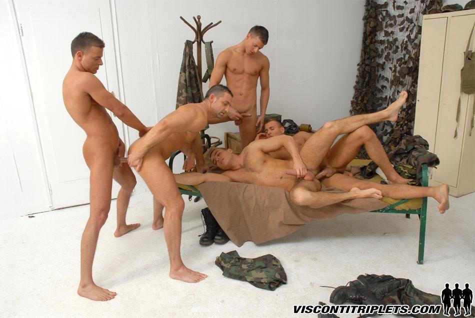 Секс с военными между парнями