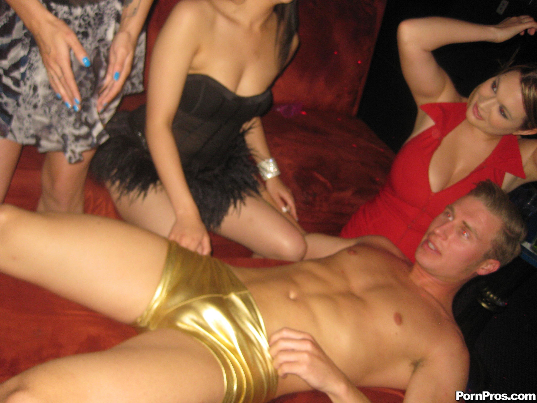 Секс на вечеринке у телок 3 фотография