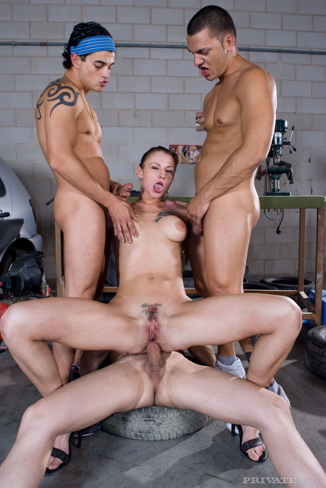 Секс с тремя мужчинам фото 20 фотография