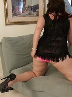 Hot wife loving solo masturbation when alone
