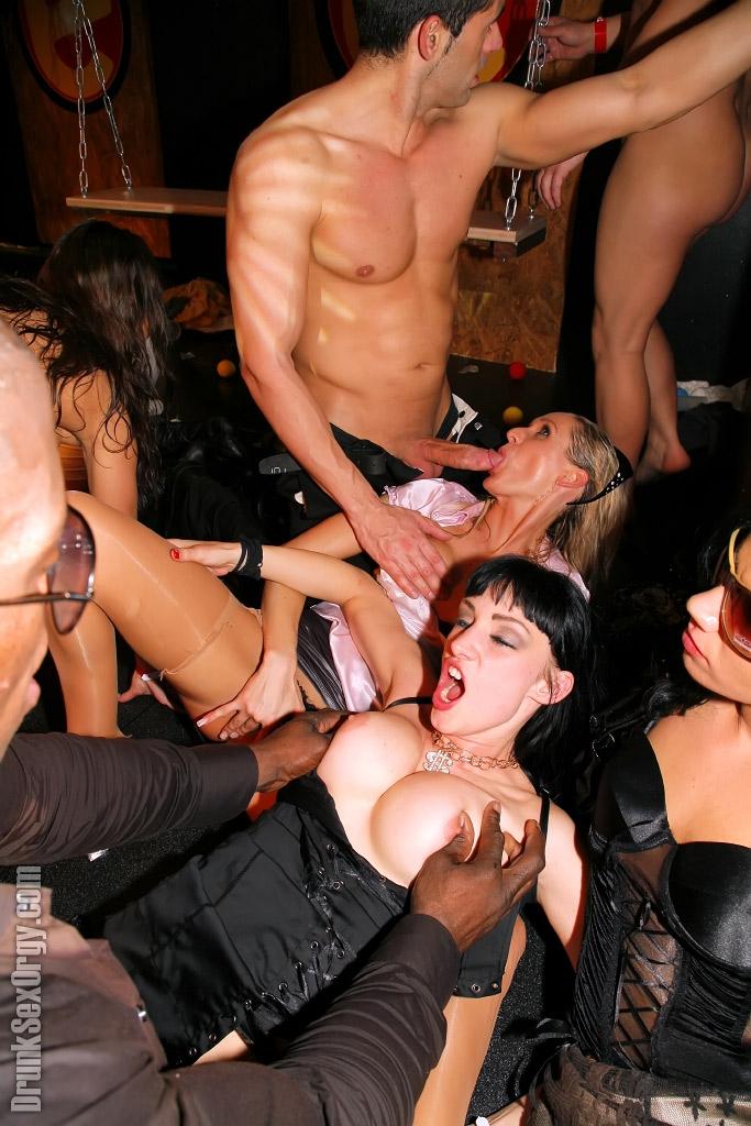 Смотреть фото онлайн порно вечеринки 56775 фотография