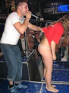 Фото под юбкой и засветы девушек и женщин на clubupskirtru
