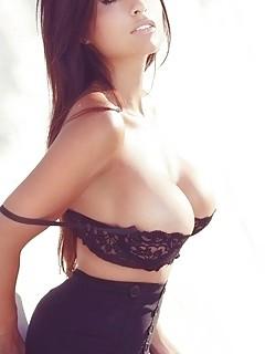 54 Hot babes