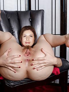 Flavia  Brazilian housewife