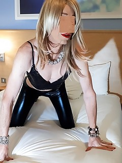 RachelSexyMaid models Black Metallic Leggings