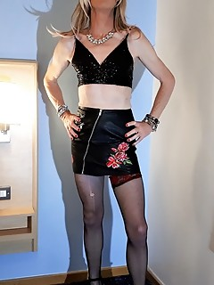 RachelSexyMaid models Black Leather Miniskirt