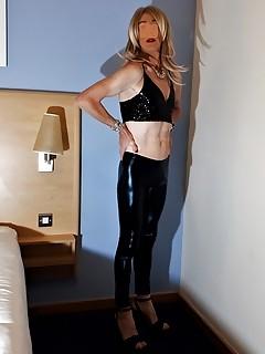 RachelSexyMaid models Black Metallic Leggings