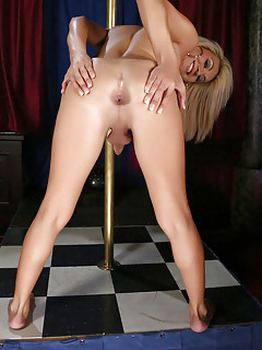 Gianna Rivera pole Dance