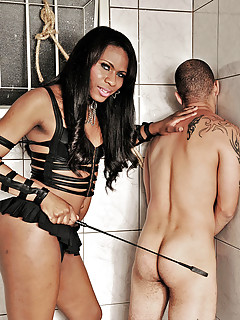 Domme Perla Lohan Bondage